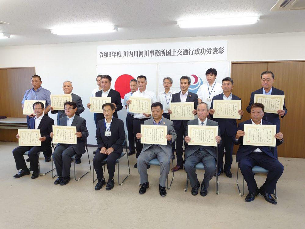 上段左から2番目 社長の鎌田